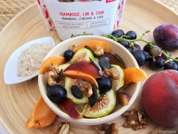 Petit-déjeuner santé aux graines germées et fruitsfrais