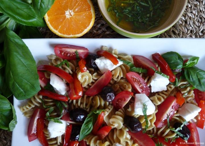 Salade de pâtes à l'italienne, poivrons grillés et sauce auxagrumes