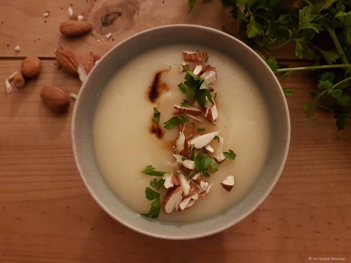 Soupe de panais à l'amande et à l'ailnoir