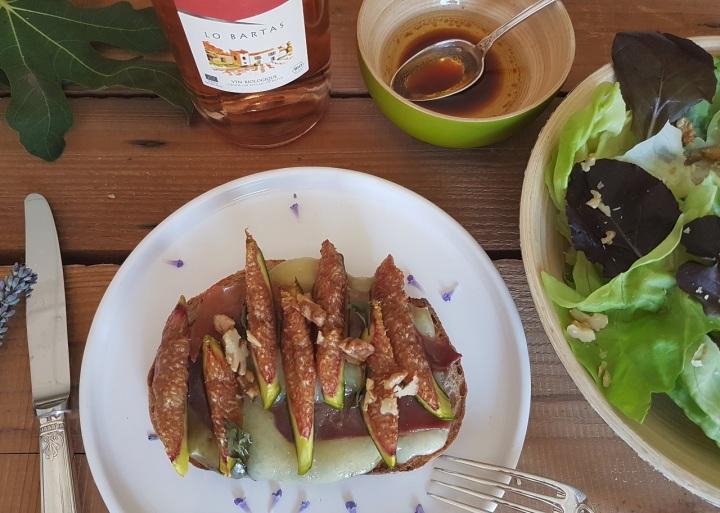 Bruschettas à la tomme de brebis, aux figues fraîches et au jambonsec