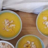 Soupe de courge Pink Jumbo Banana aux amandes et  à l'orange