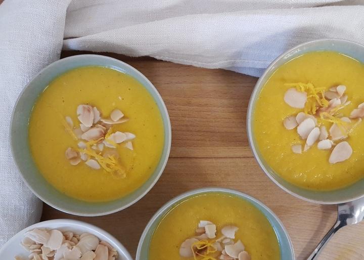 Soupe de courge Pink Jumbo Banana aux amandes et àl'orange