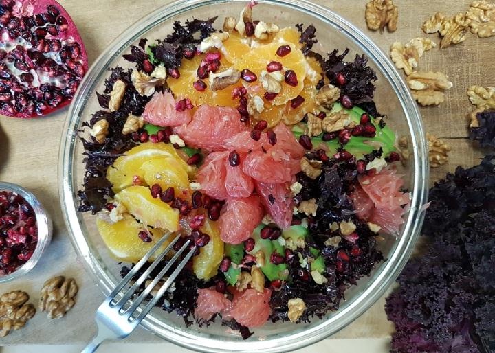 Salade de chou kale aux agrumes et sauce à l'huile decameline