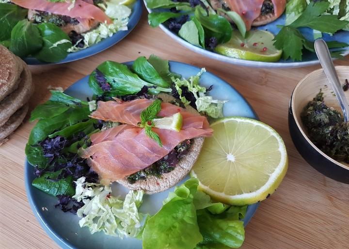 Blinis de sarrasin au tartare d'algues et au saumonfumé