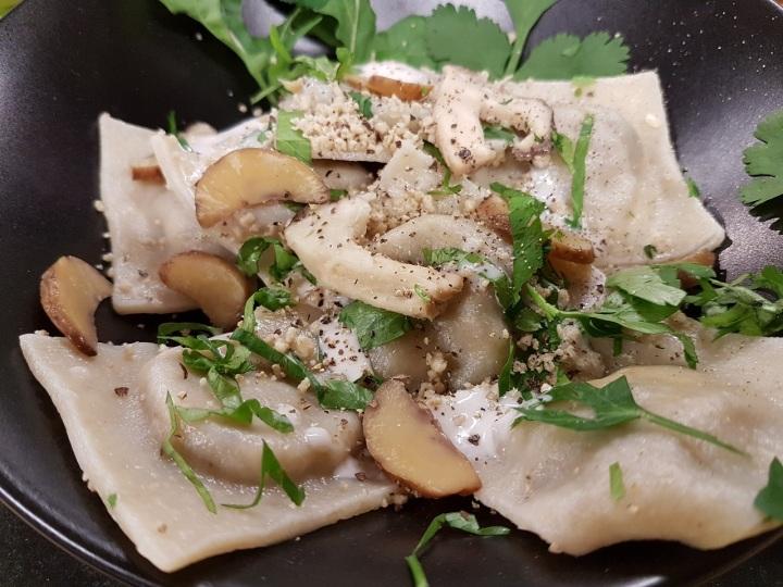 Ravioles végétariennes aux châtaignes et aux champignonsshiitakés