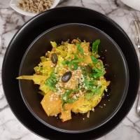Riz aux petits légumes, noisettes, graines de courge et lentilles corail