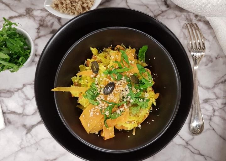 Riz aux petits légumes, noisettes, graines de courge et lentillescorail