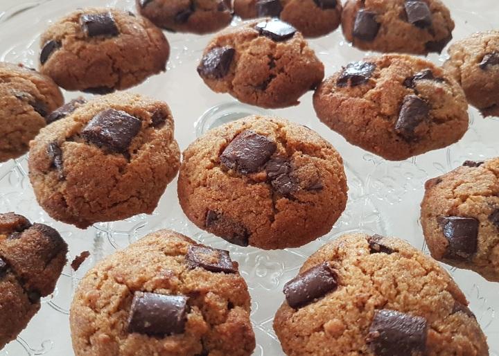 Cookies rustiques anti-gaspi au chocolat et auxcacahuètes