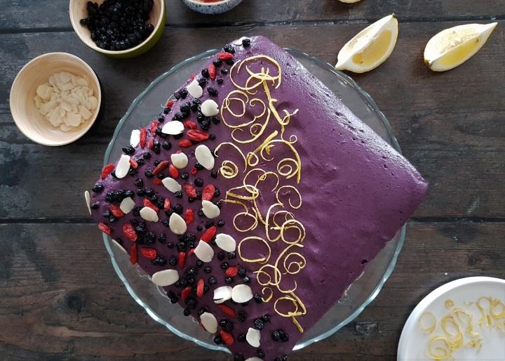 Cheesecake vegan aux myrtilles, à l'amande et aux noix decajou